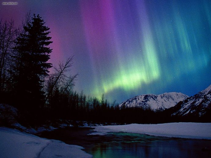 Northern_Lights_Over_Portage_River_Valley_Alaska